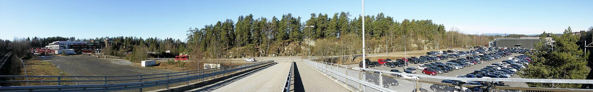 TO STORE TOMTER: Oppegård eier tomten til venstre for broen, mens Oslo eier tomten som er til høyre for broen. Foto: Yana Stubberudlien