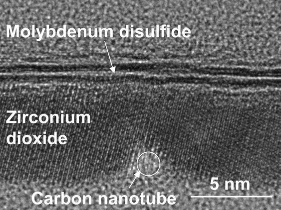 Et tverrsnitt av transistoren tatt med elektronmikroskop.