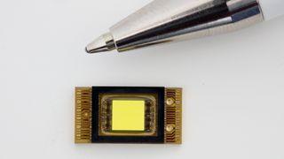 Denne mikroskopiske lysdioden kan gi smarte billykter uten mekanikk