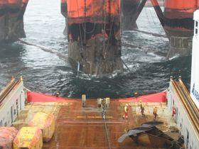 Når et offshorefartøy ligger på DP ved en rigg eller plattform, må den har «spinning reserve» - eller reservemotor i beredskap. Med nye regler, kan en batteripakke være en slik reservekraft.