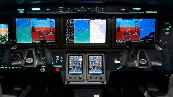 AVIONIKK: Flyet er utstyrt medGarmin G3000 med autopilot og touch screen.