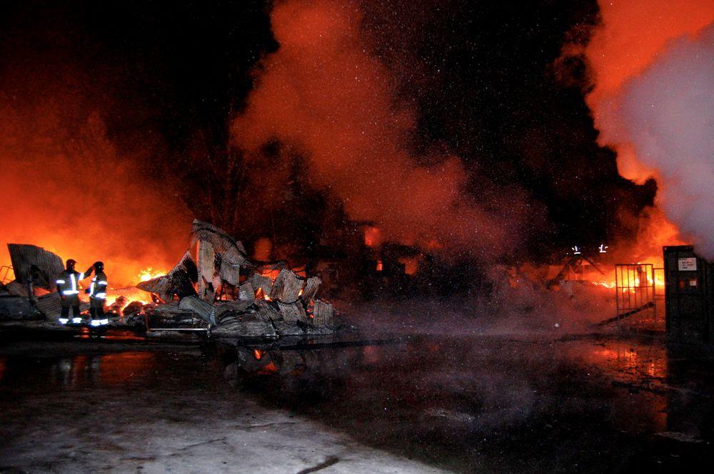 Et våpendeponi og to andre brakker brant ned til grunnen på Terningmoen leir på Elverum i 2010. Et eksempel på brann i et eksplosjonsfarlig område der det ikke endte med eksplosjon.