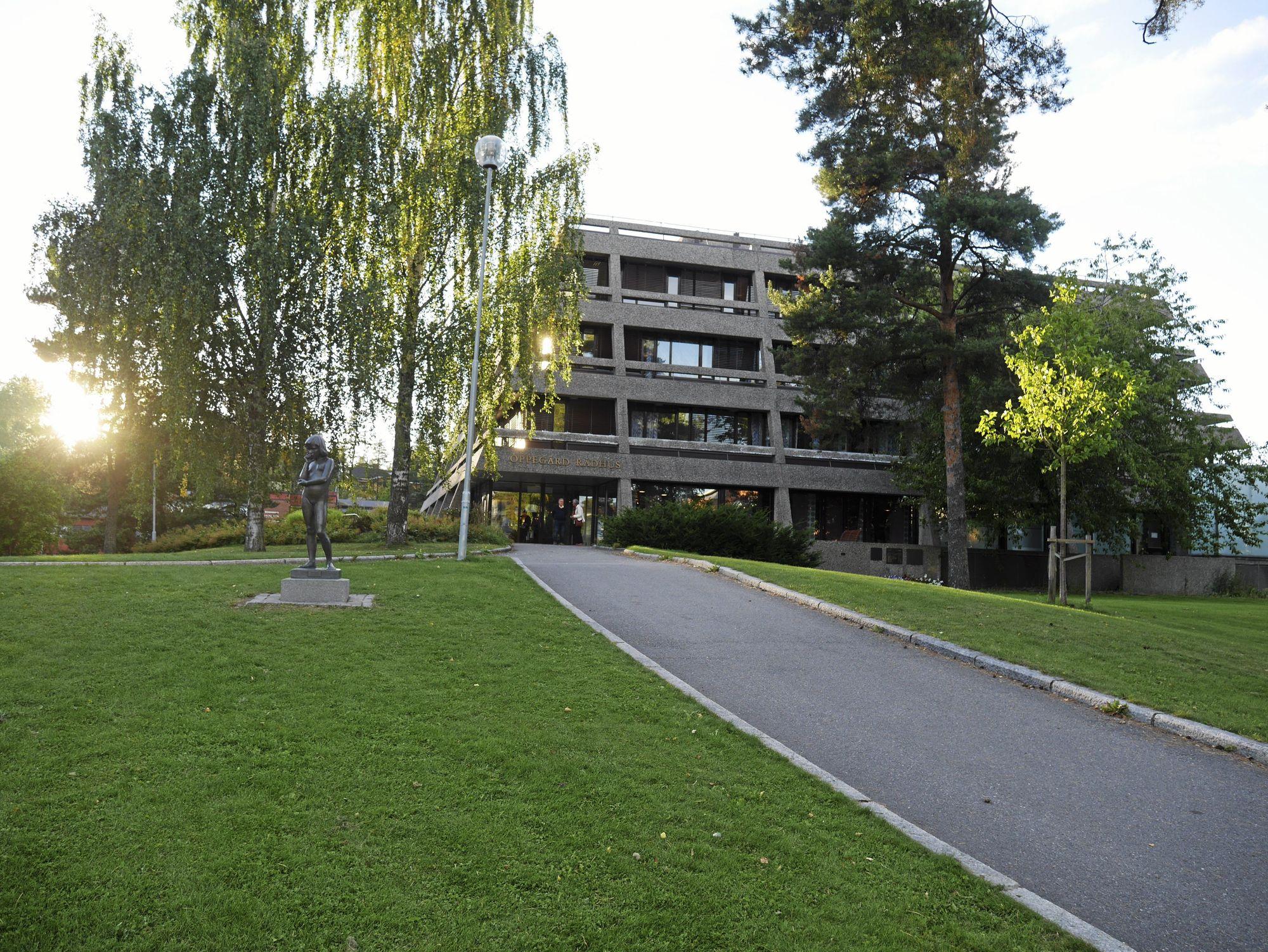 38 ÅR GAMMELT: Oppegård rådhus ble oppført i 1978. Foto: Yana Stubberudlien.