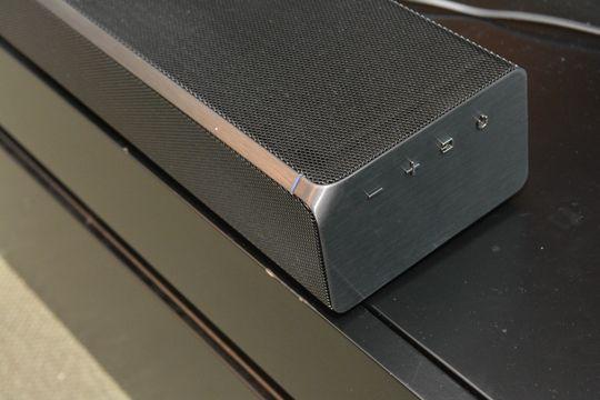 På siden av planken finner du noen få knapper.