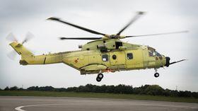 Dette er det norske helikopteret som fløy første gang i mars. Her tar det av med maksimalvekt, 16 tonn.