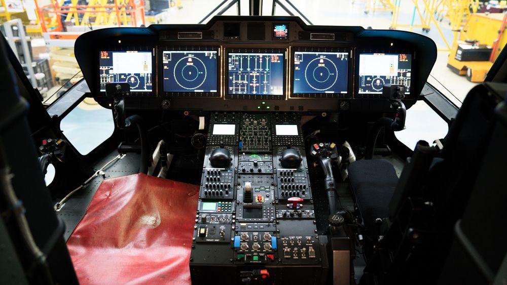Cockpiten på det nesten ferdigbygde tredje norske helikopteret.