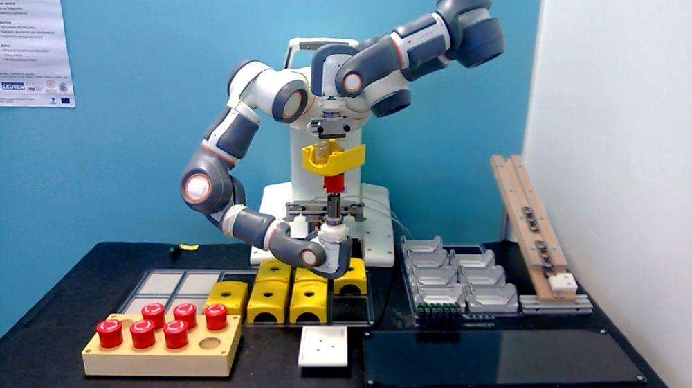 Roboten Rosetta som har et bevegelsesmønster som er svært likt det mennesker har. Resultatet er at operatørene merker mindre stress når de arbeider ved siden av en slik.