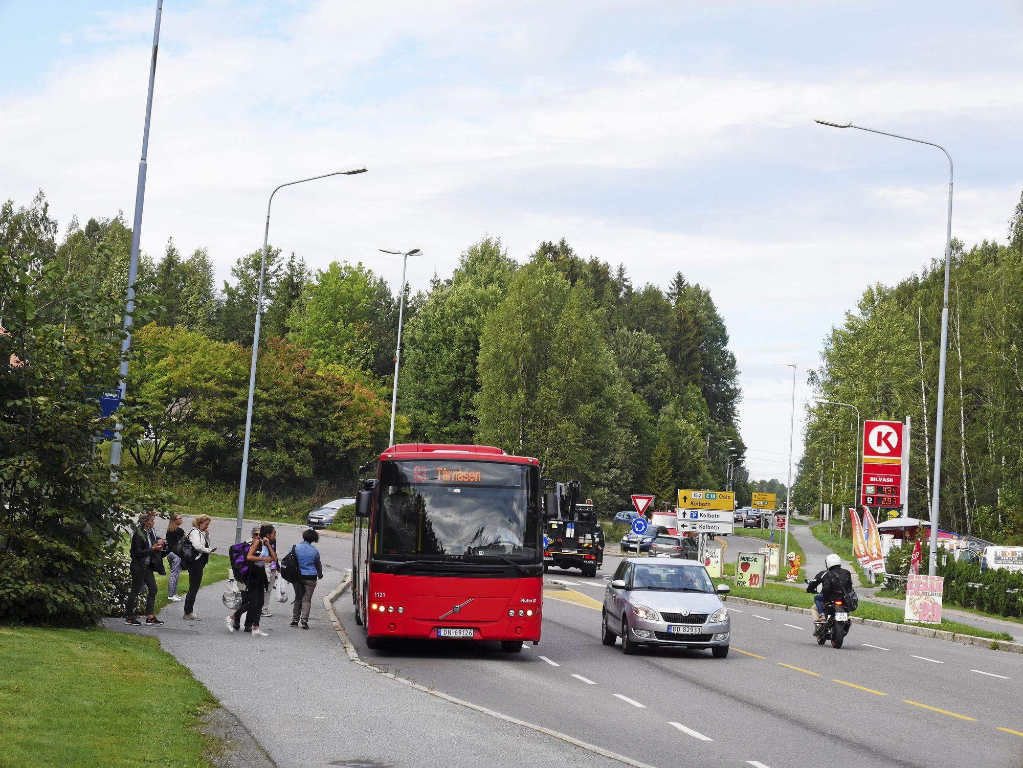 FOLKSOMT: Alle som tar 83-bussen og andre bussruter i Oppegård mot byen fremover må regne med ståplass og fulle busser.