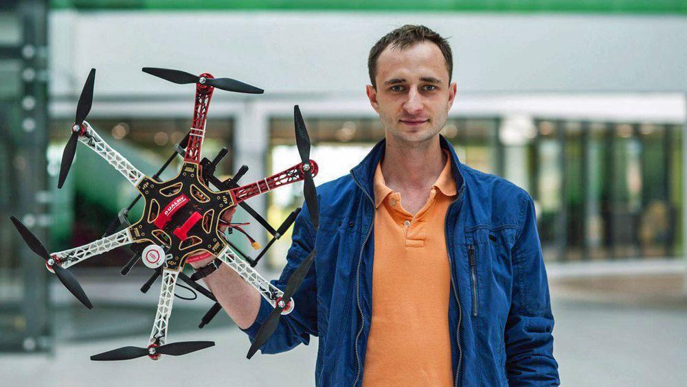 Igor Danilov har utviklet dronen som teoretisk kan fly nærmest i det uendelige, med automatsik batteribytte.
