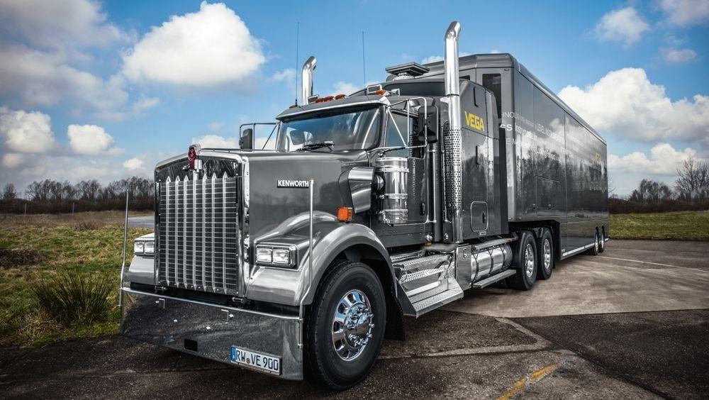 Vega satser på amerikansk truck til sin turné.