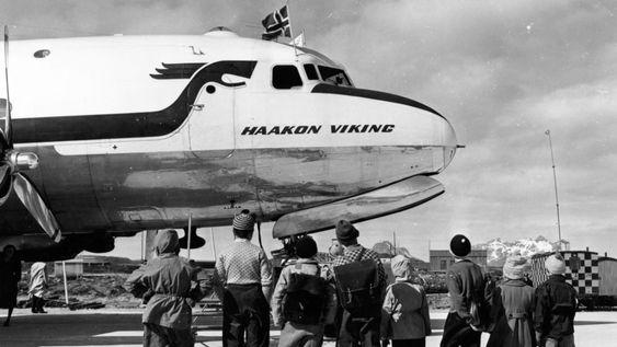 POPULÆR ATTRAKSJON: Dette bildet av en DC-4 er tatt i Bodø i 1953.