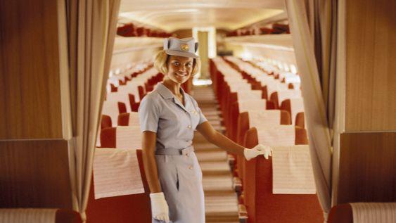 DC-8: En flyvertinne ombord DC-8 i 1967. Personen på bildet er ikke den samme som er omtalt i historien over.