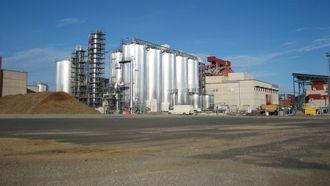 Den finske fabrikken: St1s har etablert en anlegg i Finland som kan produsere 10 millioner liter etanol i Norge. Den fabrikken de planlegger på Follum blir fem ganger større.