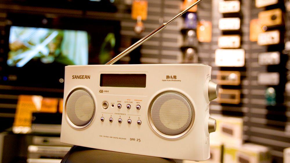 OSLO 20060414: DAB-radioer er lite utbredt i dag, men når FM-nettet legges ned om noen år, er planen at DAB skal bli den nye standarden. Overgangen vil bety at vi alle må kjøpe nye radioer. Foto: Håkon Mosvold Larsen / SCANPIX