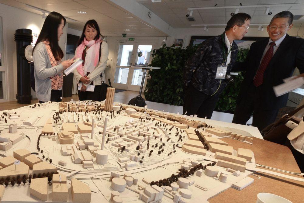 Vekker interesse: Da vi studerte Stockholm kommunes modell for Norra Djurgårdsstaden, dumpet det plutselig inn en entusiastisk delegasjon fra Taiwan.