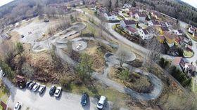 VANVITTIG KULT: Her ser du sykkelbanen på Sofiemyr fra fugleperspektiv. Som du ser er det mange utfordringer og mange timer med moro her for hele familien!