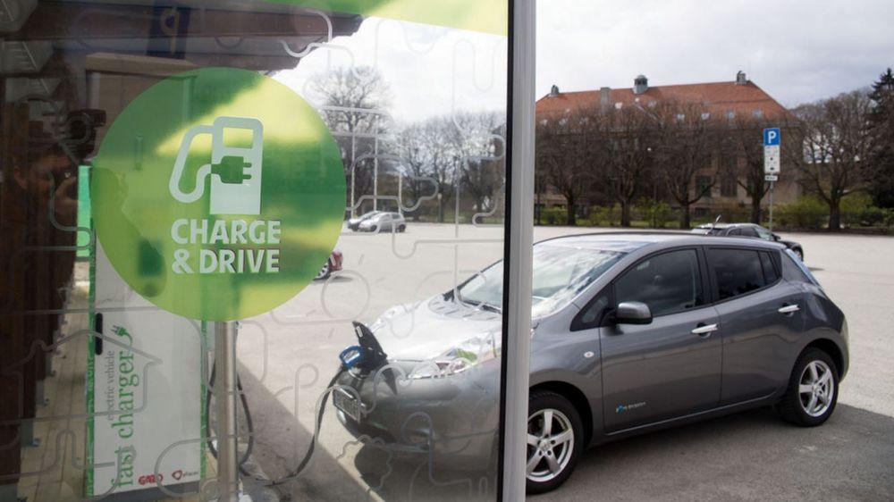 Sterke reaksjoner: Både Venstre og KrF er sterkt kritiske til regjeringens forslag om å avgiftsbelegge nullutslippsbiler og kutte den samme avgiften for fossilbiler