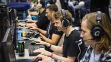 Fire av fem spillere i nDurance er sparket kun fire uker før sluttspillet