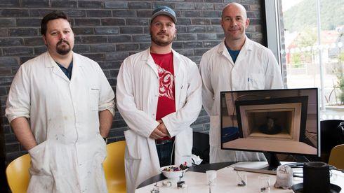 To uker etter at de leverte avgangsoppgaven i kjemi, startet de eget firma basert på oppgaven