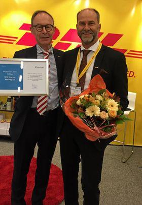 Morten Skurdal og Terje Aarbog DHL Express kunne glede seg over årets miljøpris på Transport og Logistikk-konferansen.