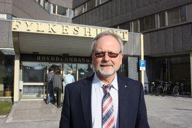 Fylkesrådmann Ottar Brage Guttelvik og et mindretall i fylkesutvalget setter foten ned og mener nok er nok.