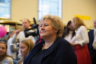 Erna Solberg virker ikke helt klar for å innføre programmering som et obligatorisk fag i grunnskolen.