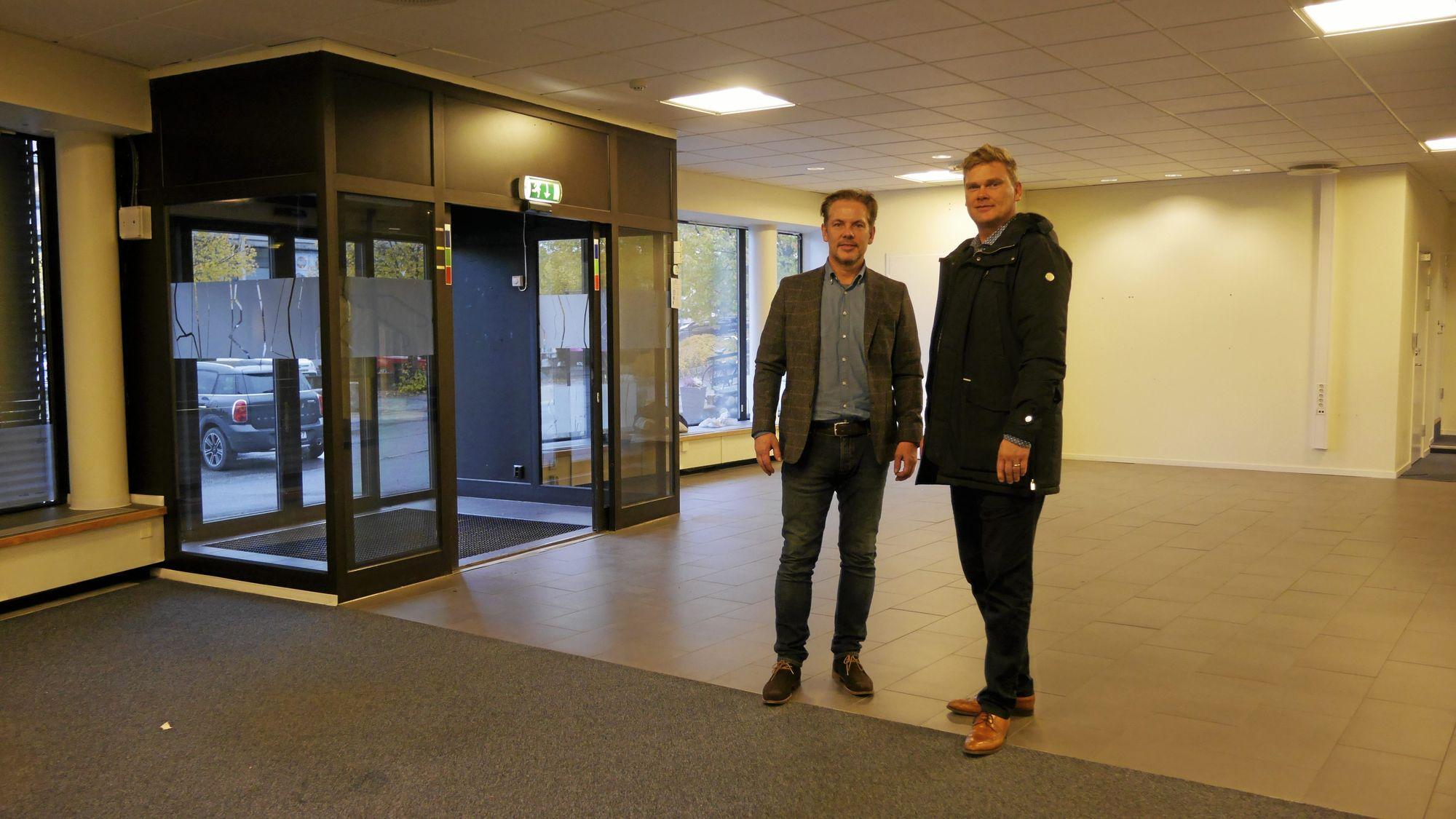 STORT POTENSIALE: Tor Hamborg og Jan Engeby skal nå frem med malekost og alt annet som trengs til oppussingen. De gleder seg stort til å flytte inn i nye lokaler.