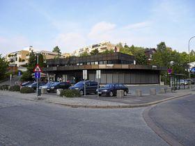 SVÆRT SENTRALT: – Det er alltid mye trafikk forbi her. Jeg mener dette er Kolbotns kanskje beste beliggenhet for en butikk, sier Tor Hamborg.