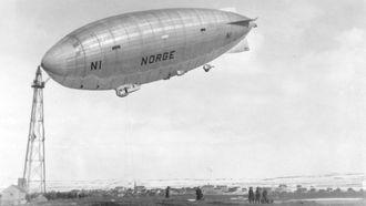 Luftskipet Norge forankret til luftskipsmasta på Vadsøøya i mai 1926.