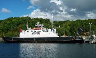 Hordaland fylkeskommune har gitt Fjord1 kontrakt på å drive Langevåg-Buavåg-sambandet fra 2018. Kravet til kapasitet er 40 personbilenheter (PBE). I dag går MF Utstein på ruta. Den er 57 meter lang, bygget i stål i Haugesund i 1975 og har plass til 36 biler.