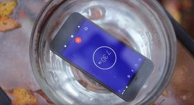 Telefonen tålte 30 minutter i en bolle med vann.
