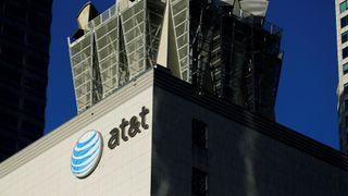 AT&T bekrefter at selskapet kjøper Time Warner