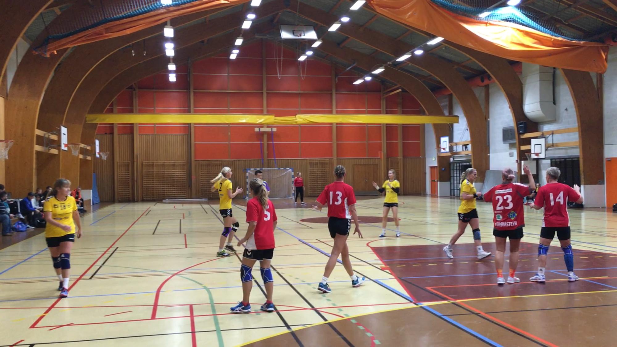 KNALLDAMER: Oppegårds J33 spiller imponerende god seniorhåndball. Denne helgen senket de Holmen på hjemmebane!