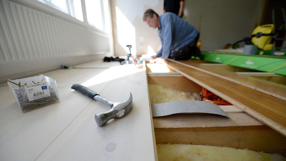 Det er mulig å få støtte av Enova for energitiltak som i egen bolig som omfatter Isolering av gulv, tak og yttervegger, dersom du reduserer varmetapet med minst 30 prosent.