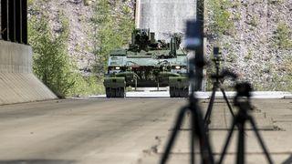 Klar for høyrisiko: Denne panservognen er utstyrt for å utløse bomber