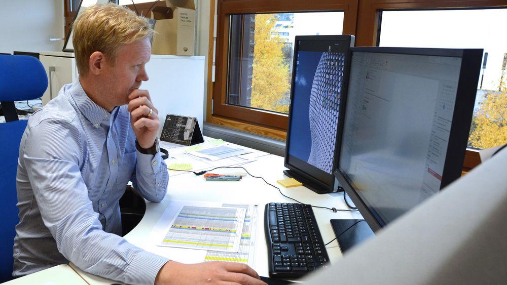 Pål Erik Kind i Hjellnes Consult klarer sjelden å legge jobb helt bort selv om han har ferie. Det er han ikke alene om. Mer enn hver tredje ingeniør sier at de jobber i ferien.