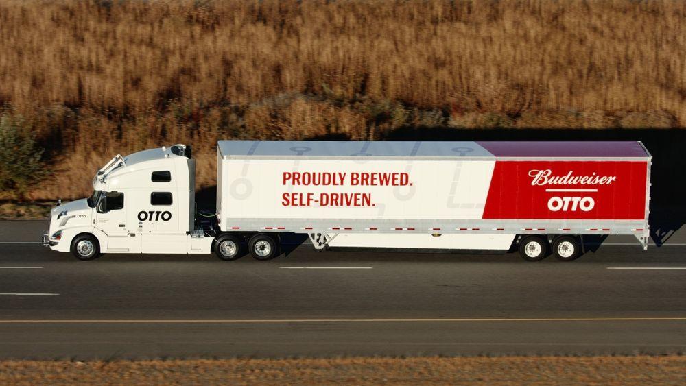 Denne lastebilen leverte over 50 000 bokser øl. Under mesteparten av den 193 kilometer lange ferden satt ikke sjåføren ved rattet.
