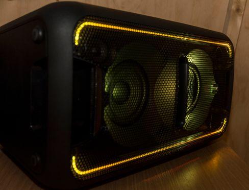 Skulle du ikke være helt i discomodus kan du skru av lyseffektene på XB7. Effektene har i og for seg en slags verdi om det er helt mørkt, men er det lyst blir de for puslete til å tilføre noe særlig.