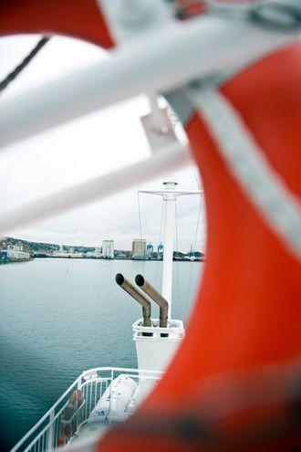 Ut av disse eksosrørene kom det for det meste CO2. Woll i Energigass Norge forteller at skipsmotoren også slipper ut små mengder metan som den ikke klarer å forbrenne.