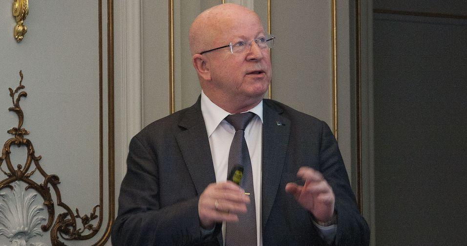 Direktør Torstein Olsen i Nasjonal kommunikasjonsmyndighet mener EU-kommisjonen forsøker å øke sin makt via forslaget til nye Ekom-regler.