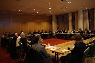 Statssekretærene Dilek Ayhan i Næringsdepartementet og Kjell Børge Freiberg i Olje- og energidepartementet møtte et tjuetall næringsaktører i Ålesund for å få innspill til ny havroms- og industripolitikk.