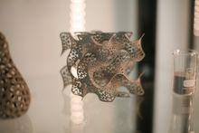 Kunst: Arcam-printeren kan også brukes til å printe metallisk kunst.