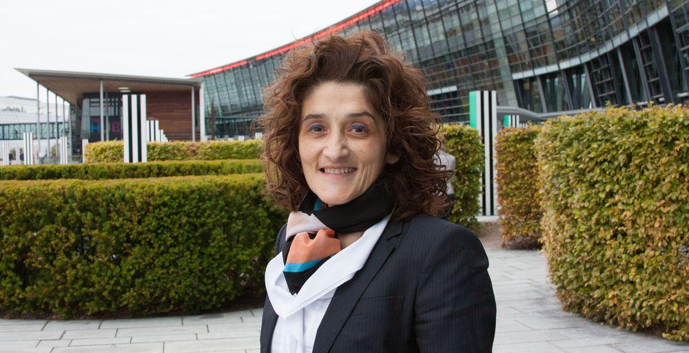 Teknologidirektør Ruza Sabanovic er bygningsingeniør, men leder likevel teknologiarbeidet i Telenor Group internasjonalt - fra Fornebu.
