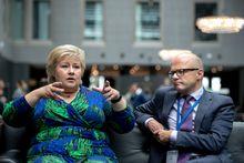 Havkonferansen i Stavanger: Næringsliv og forskere samles på Clarion Hotel Air på Sola for å gi innspill til regjeringen om hvordan Norge best kan utnytte det store potensialet som ligger i havet. Statsminister Erna Solberg sammen med Klima-og miljøminister Vidar Helgesen.