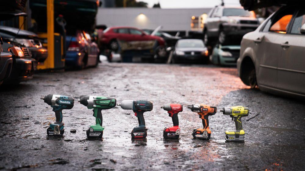 Seks muttertrekkere ble satt på prøve hos et bilopphuggeri. Resultatene spriket stort.