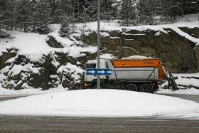 UTE PÅ VEIENE: Vi får håpe at alt går bra på årets første snøfall.