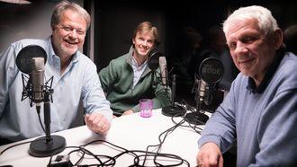 Erik Sauar (midten) er gjest hos Jan Moberg og Odd Richard Valmot i ukens podcast.