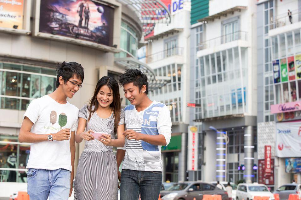 Selv om kjøpekraften er svært forskjelling, er ungdom i Myanmar egentlig nokså like ungdom alle andre steder i verden, slik Telenor opplever det.