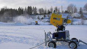 LAGER SNØ: Slik ser snøkanonene ut. Siden i fjor har anlegget på Østre Greverud blitt oppgradert.