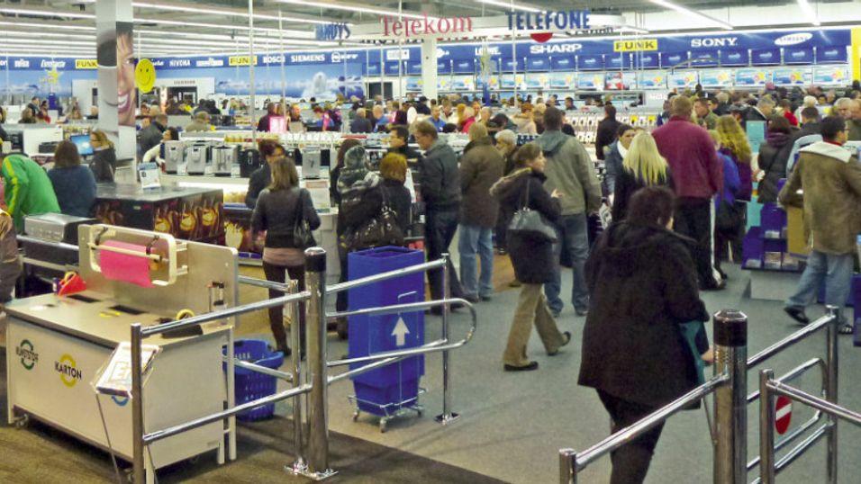 Denne Euronics-butikken i Tyskland behøver ikke bekymre seg. Men for de 65 butikkene i Norge er det snart slutt på å selge Telenor.